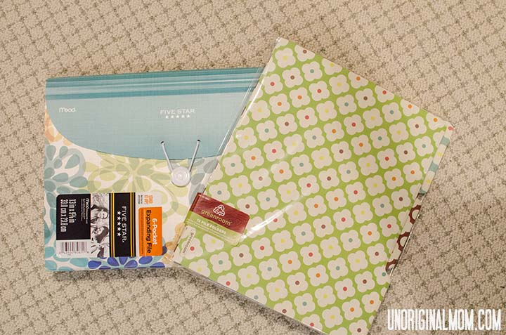 Best Baby Shower Gift Ever - a folder to organize all the important papers that come with having a baby! | unOriginalmom.com
