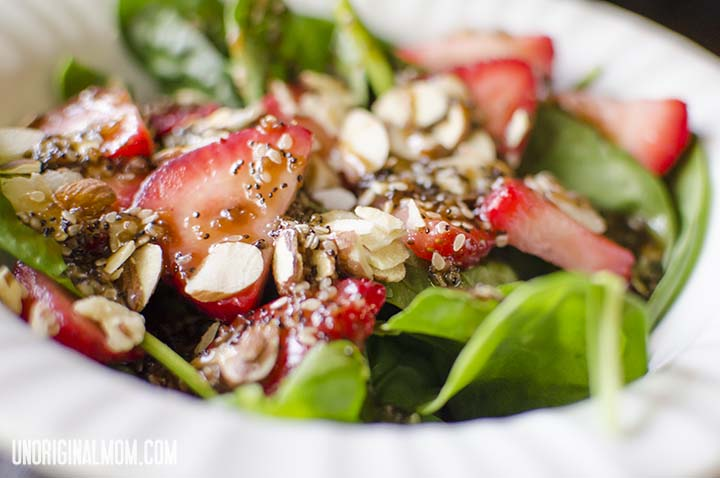 Strawberry Spinach Salad with a balsamic poppy seed dressing. Simple and delicious!  | unoriginalmom.com #spinach #strawberry #poppyseed