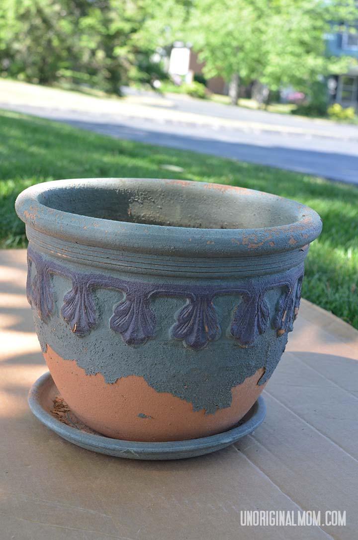 Spray paint a flower pot to give it new life!     unOriginalMom.com