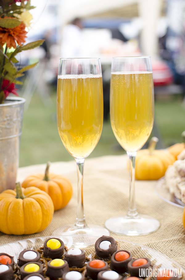 Spiked Sparkling Cider - mulled cider with champagne, the perfect fall cocktail! | unOriginalMom.com