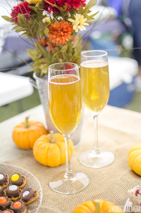 Spiked Sparkling Cider - mulled cider mixed with champagne, the perfect fall cocktail! | unOriginalMom.com