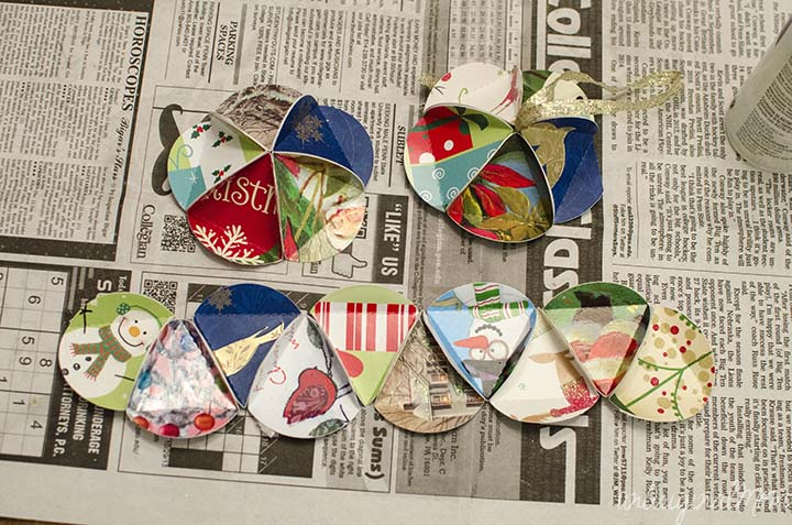 http://www.scoutiegirl.com/2009/12/tutorial-crafting-a-holiday-card-keepsake-ornament-by-nicole-of-lillyella.html