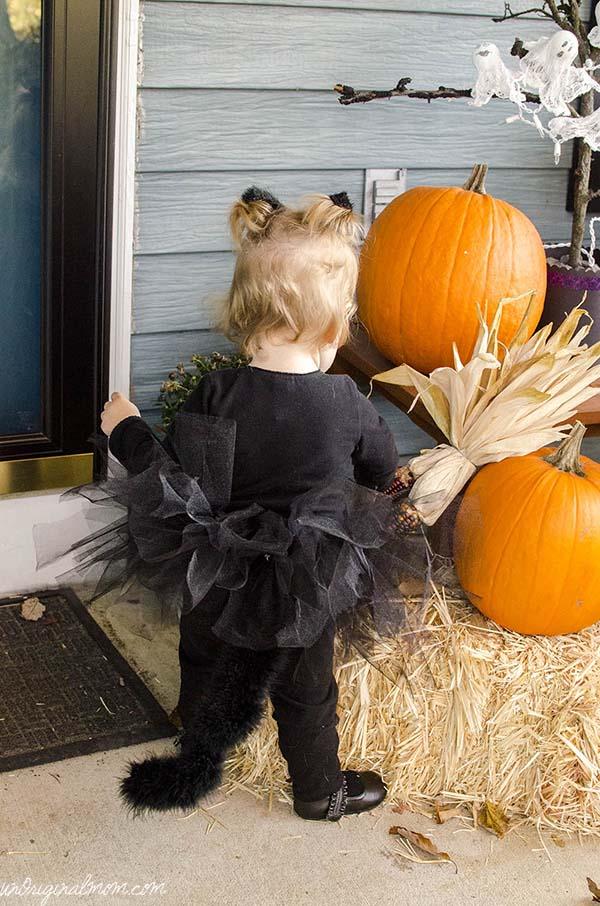 Easy DIY Little Black Cat Costume  |  unOriginalMom.com
