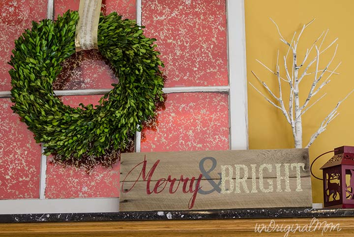 Merry and Bright Glitter Pallet Sign - great #rusticglam decor for the holidays!