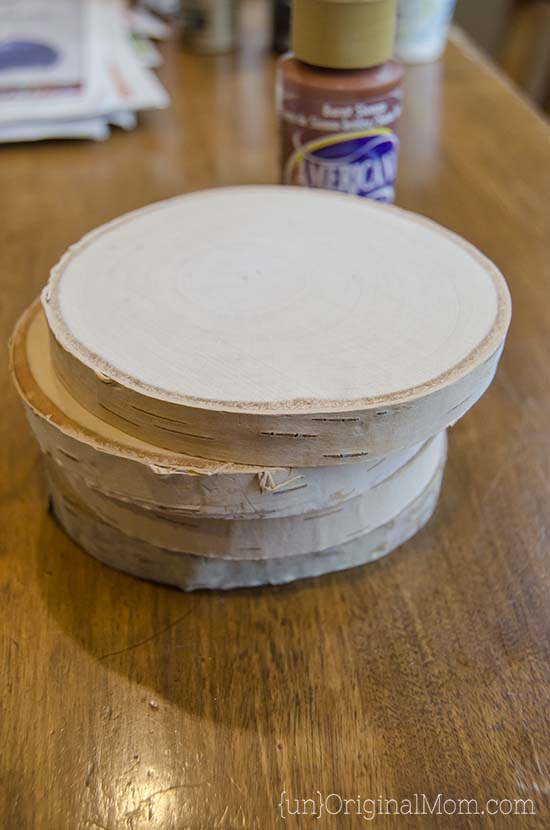 DIY Painted Wood Slice Coasters - cut a vinyl stencil or buy a pre-made one from the craft store for these easy and personal handmade gifts. (They make great gifts for guys!) #handmadegifts #giftsformen
