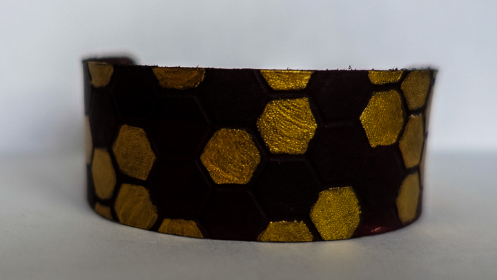 Make your own embossed leather bracelet - would make a perfect gift! Full step-by-step tutorial.