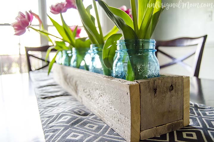 DIY Wood Pallet Box Centerpiece - with easy plans to make one yourself! Fill it with different things for each season to use year-round.