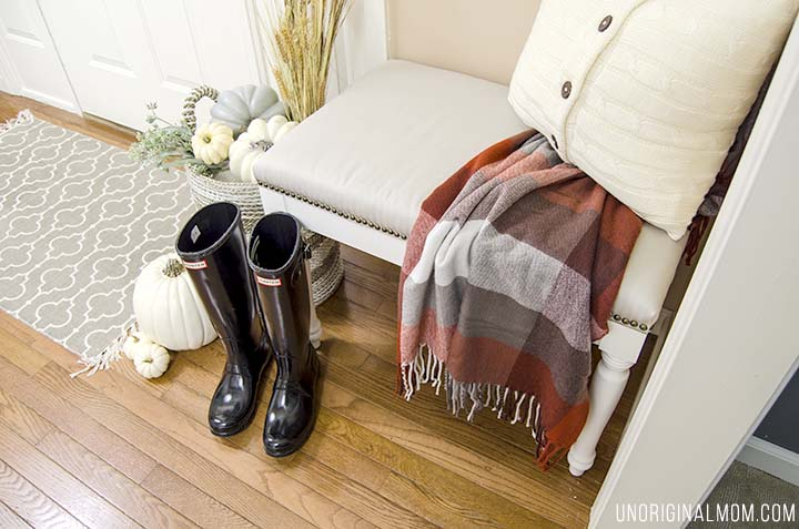 The perfect little foyer nook, decorated for fall! Love all the little touches.