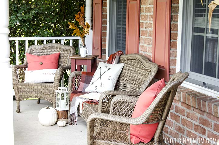 A beautiful and cozy fall front porch - so comfortable and inviting! Plus a few tips on how to decorate your own fall front porch.