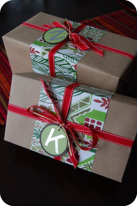 Love these ideas for dressing up brown paper packages at Christmas! Save money on wrapping paper and still have the prettiest gifts under the tree.