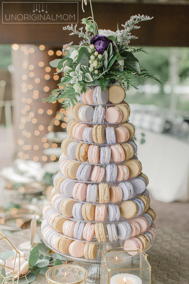 Macaron tower for a wedding - what a beautiful idea to replace a wedding cake! Stunning! #macarons #macarontower #weddingmacarons