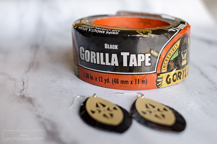 Easy DIY duct tape earrings made with gorilla tape! These are a terrific and easy last minute handmade gift idea. Free cut file to make them with your Silhouette, too! #ducttape #gorillatape #handmadegift #lastminutegiftidea #ducttapecrafts #gorillatough
