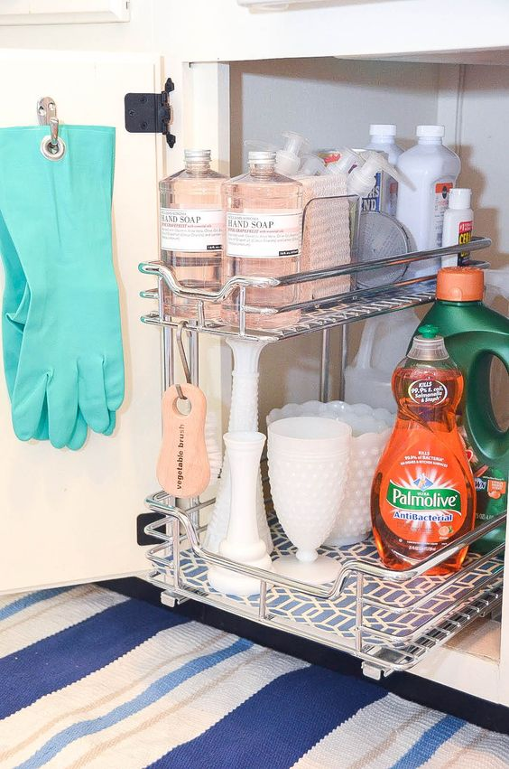 I love all of these great ideas for under the sink organization! #undersinkorganization #organizing #organizingsolutions #organizingideas