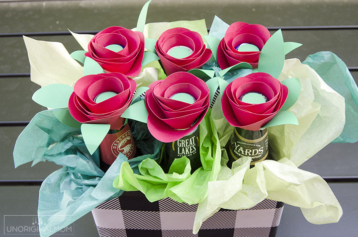 DIY Beer Bouquet as an anniversary gift or Valentine's gift for your man! #giftsformen #anniversarygift #valentinesgift #beer