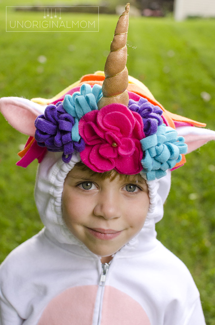 Fleece flowers on this adorable DIY unicorn hoodie costume!