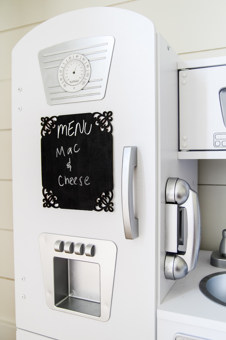 Make this easy chalkboard menu board for your kiddo's play kitchen - it's a great encouragement for imaginative play, and it looks adorable in the kitchen too!