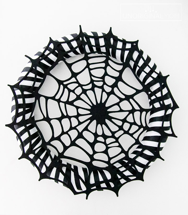 Quick and easy Halloween wreath tutorial #Halloween #HalloweenWreath