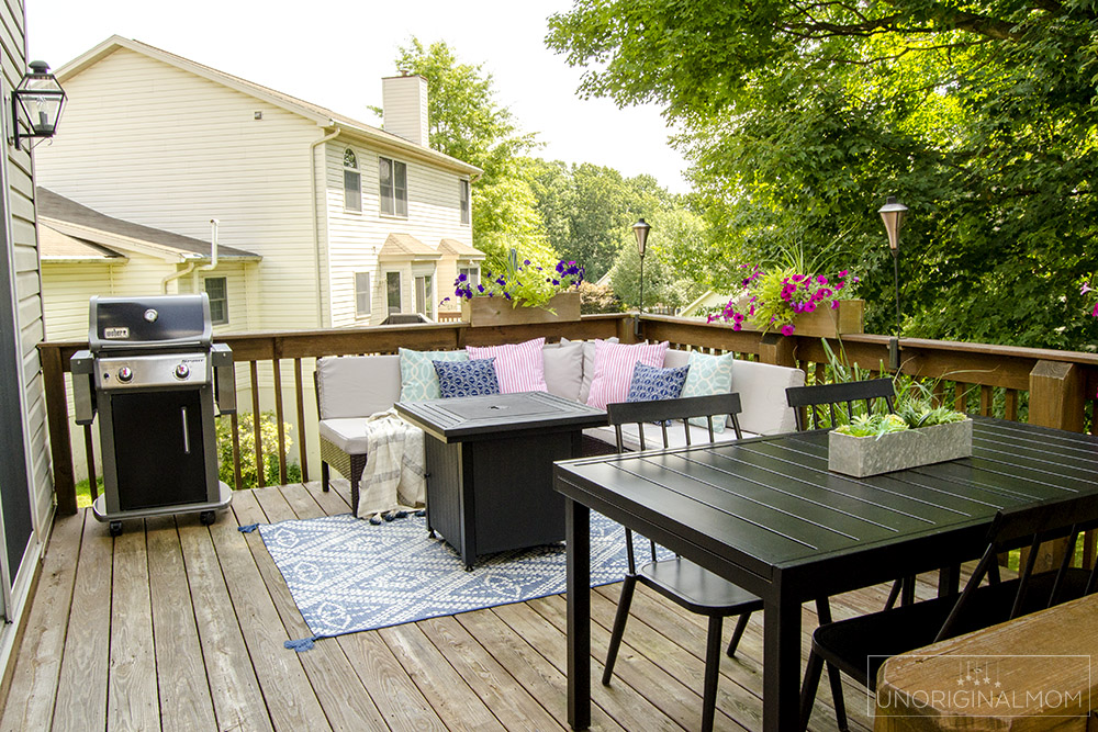 Great ideas and inspiration for decorating and maximizing space on a small deck. | deck tour | small deck decorating | summer deck decor