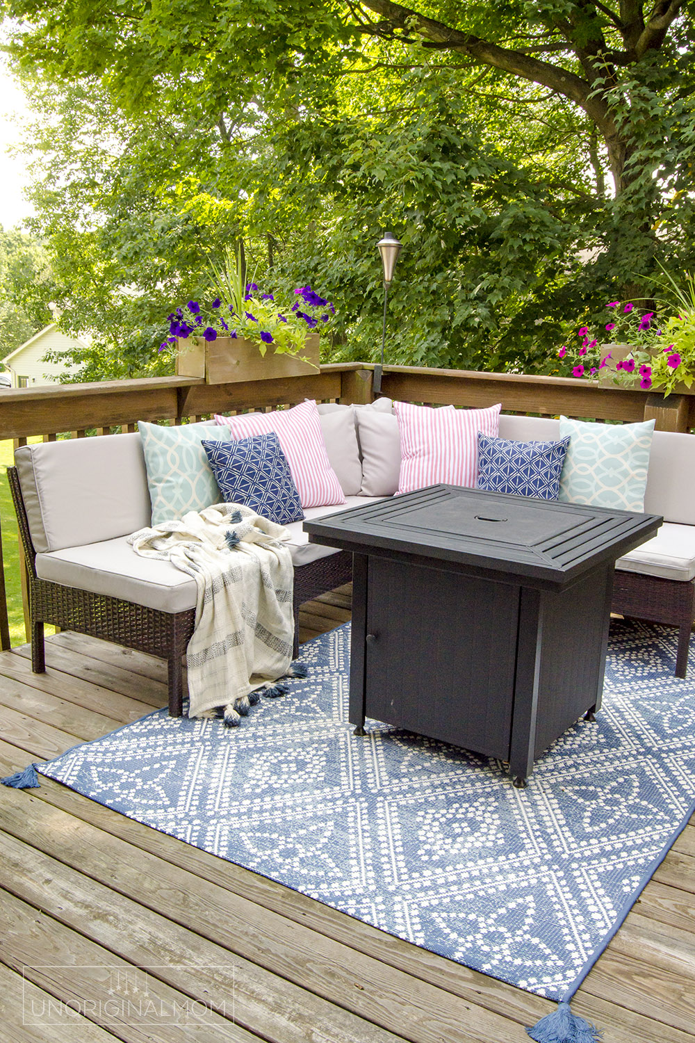 This blue and white outdoor rug works beautifully in this outdoor seating area on a small deck | small deck decorating ideas