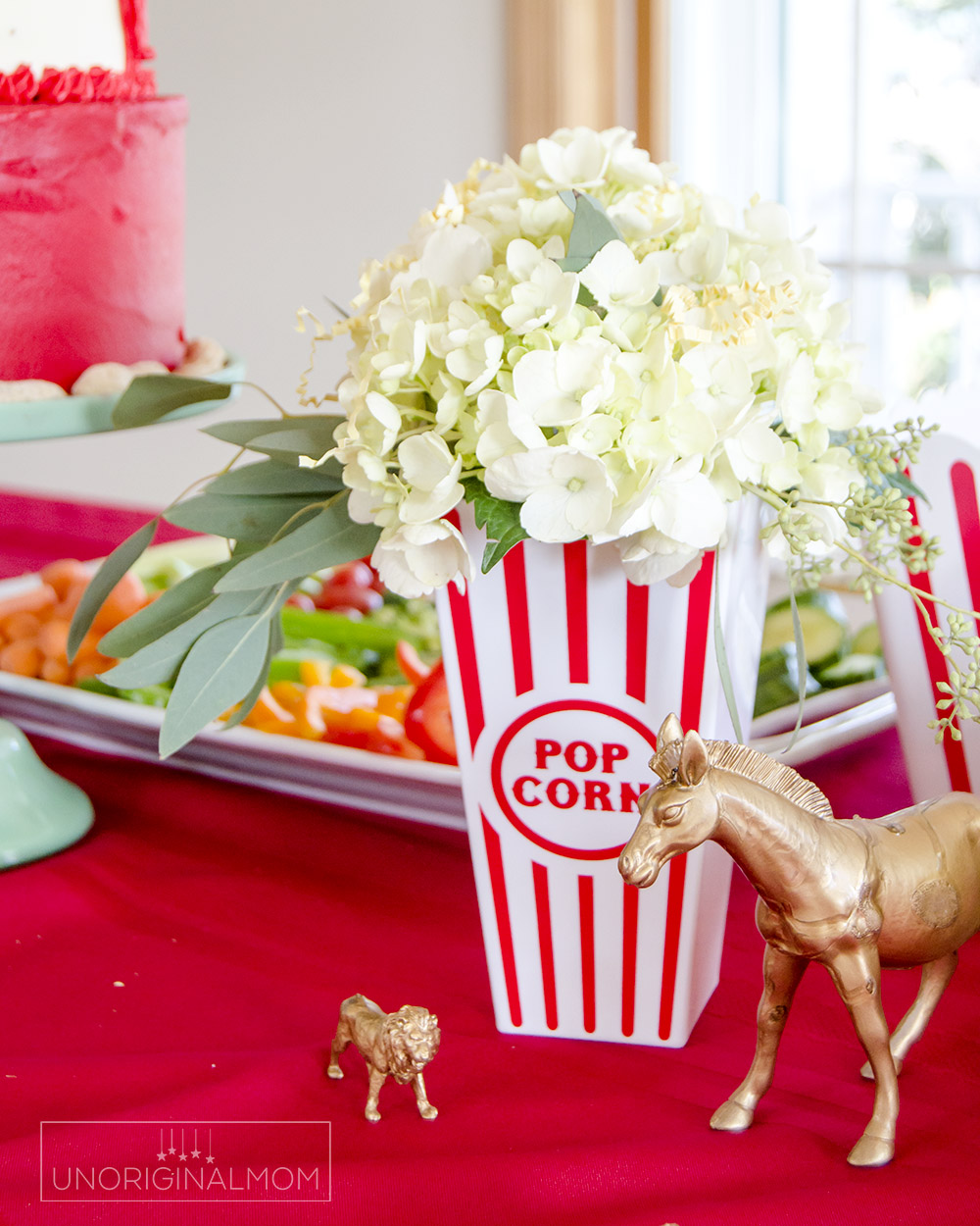 Circus Baby Shower ideas - hydrangea in popcorn boxes