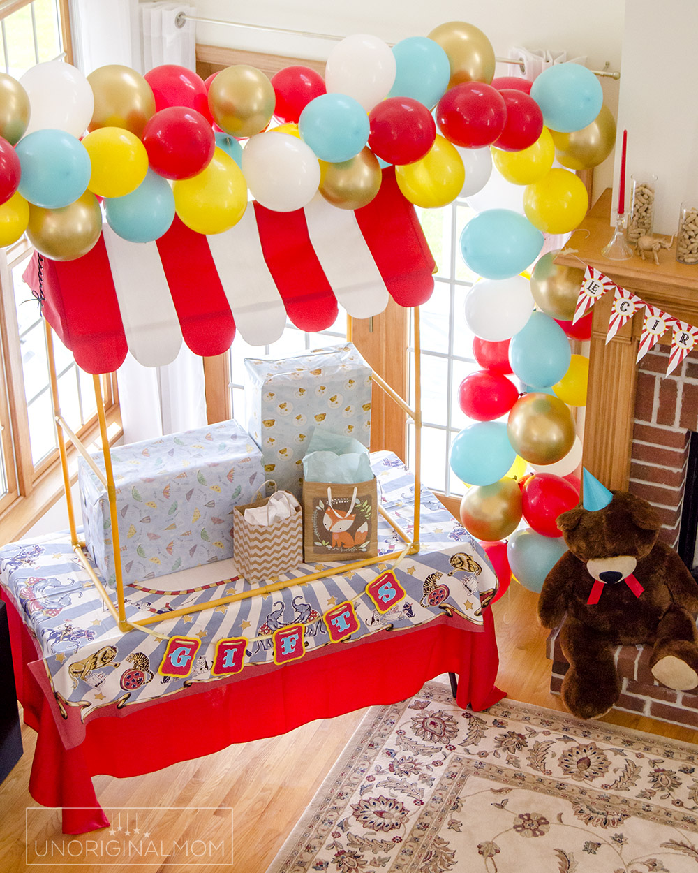Circus baby shower balloon garland